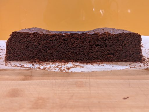 coca de llanda chocolate cortada
